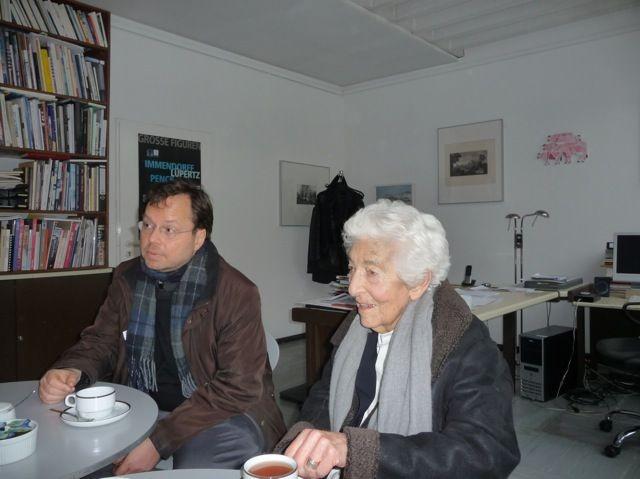 Elsbeth Juda beim Gespräch in der Kunsthalle Darmstadt (daneben: FLS-Vorsitzender und Initiator Martin Frenzel) / Foto: Förderverein Liberale Synagoge