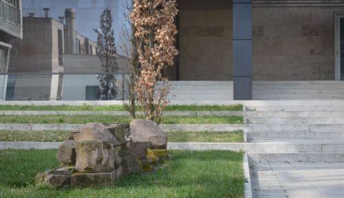 Blick auf die Gedenkstätte: Szene aus dem Lib Syn-Film von Florian Steinwandter-Dierks (c) Loungefilm