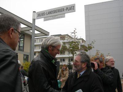 OB Jochen Partsch, Moritz Neumann (Vors. der Jüd. Gemeinde DA) bei der Einweihung des Julius-Landsberger-Platzes, 9.11.11 - Foto: FLS