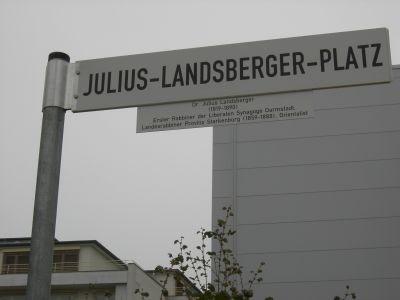 Julius-Landsberger-Platz-Straßenschild, nach einer Idee und Initiative des FÖRDERVEREINS LIBERALE SYNAGOGE