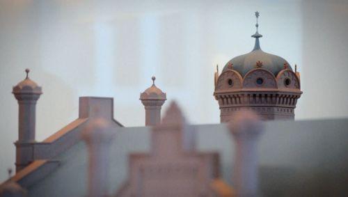 Das Modell der Liberalen Synagoge von Christian Häussler - Szene aus dem Film (c) Loungefilm