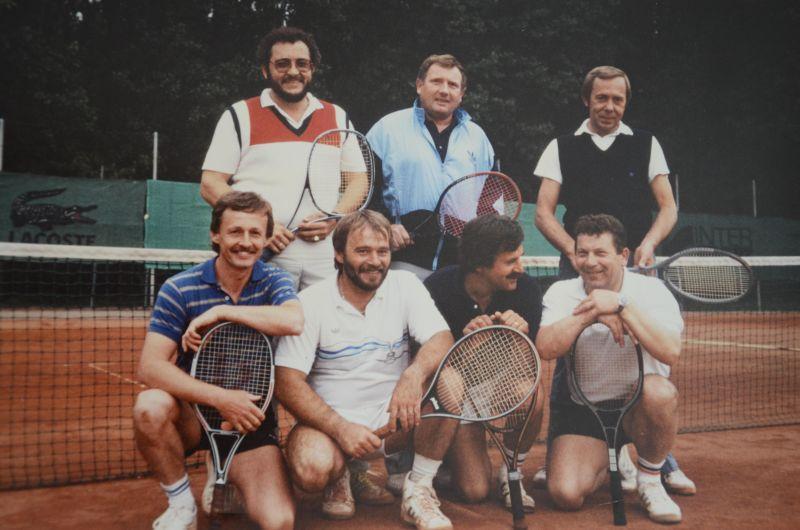 Jahr 1987: Jungsenioren - Meister der Kreisklasse A und Mannschaftskreismeister - N. Greim, Gerald Heinz, Georg Dillmann, Wolfgang Bergen, W. Grehl, Heinz Sobotta, Heinz Hambach