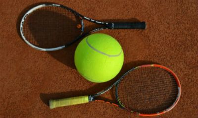Tennis-Training SKG Stockstadt Tennis - Tennisschläger mit Tennisball