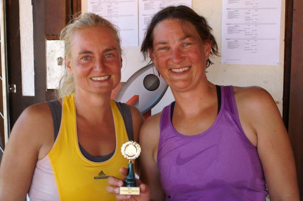 Damen Gruppe 2 - Zweitplatzierte Birgit Ackermann und Siegerin Steffi Oest