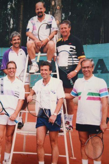 Jahr 1993: Erfolgreiche Jungsenioren - Aufstieg in die Bezirksliga B - HINTEN: Franz Schneider, Ludwig Christlbauer, Wilfried Rothermel VORNE: Gerfried Schmidt, Alfred Pellar, Karl-Heinz Wedel