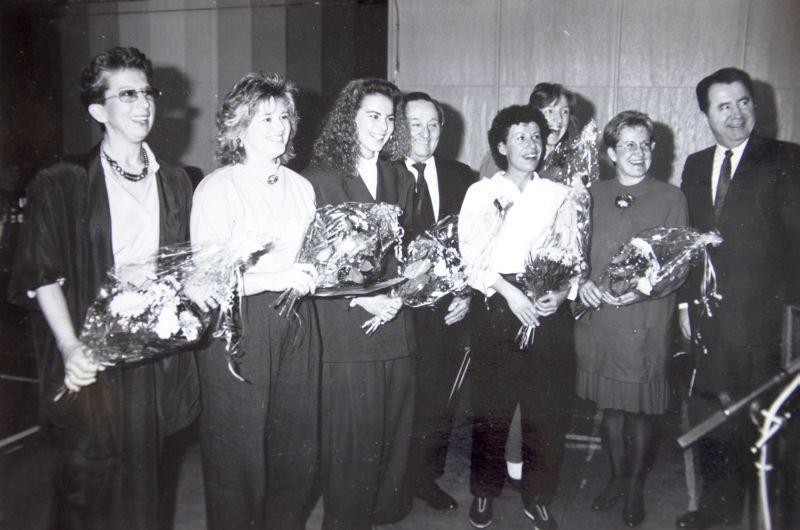 Jahr ? : Ursula Kraft, Petra Langenfelder (Diehl), Sandra Zissel, Bürgermeister Wenner, Gertrud Schneider, Nora Heil, Sabine Bergen, Landrat Blodt