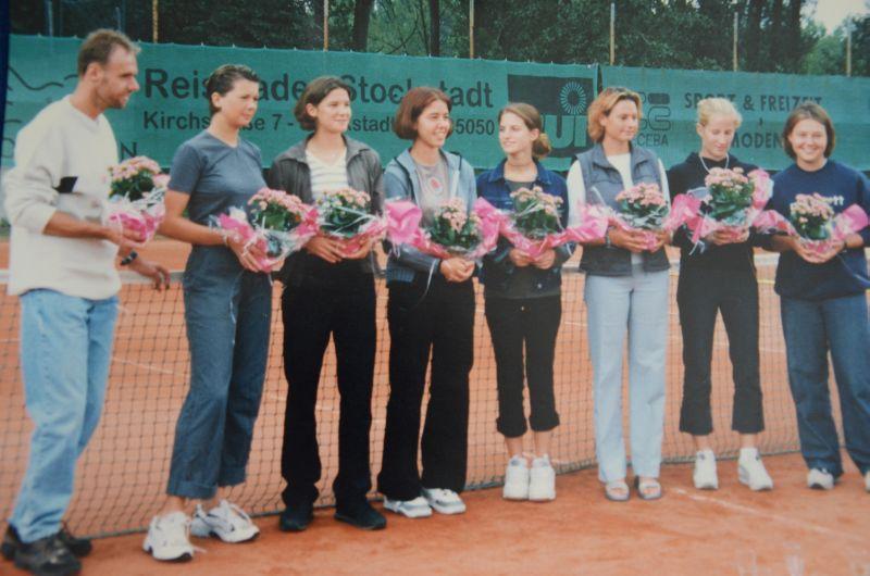Jahr 2000: Aufstieg in die Bezirksoberliga - Trainer Ludek Vildman, Catrin Kraft, Meike Lenk (Neubauer), Nina Strauch, Nina Meister, Vanessa Opitz, Anne Beyer, Tanja Berz
