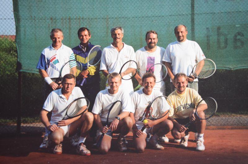Jahr ? - HINTEN: Karl-Heinz Rothermel, ?, Müller-Nahlbach, Gerhard Klar, ? VORNE: Gerd Kraft, Axel Hill, Wolfgang Bergen, ?