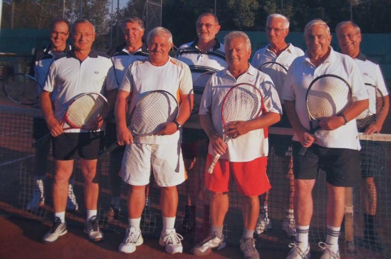 Jahr 2011: Herren 65 -  Gerfried Schmidt, Alfred Diehl, Hartmut Schneider, Manfred von Ameln, Rainer Bicking, Günter Gröger, Ottto Büchsenschütz, Heinz Lochmann, Fred Graf
