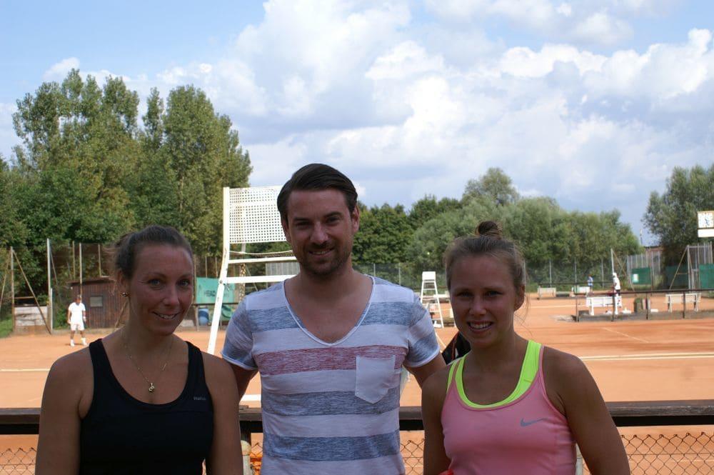 Damen Gruppe 1 - Siegerin Caroline Schossau (rechts) Zweitplatzierte Lisa Schlosser (links)