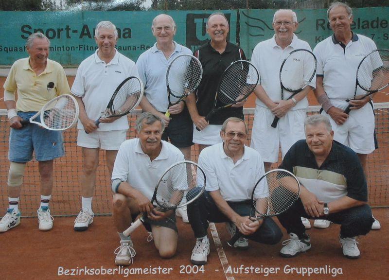 Jahr 2004: Bezirksoberligameister Aufsteiger Gruppenliga - HINTEN: Rudi Deike, Günter Ritter, Ernst Heil, Hermann Zissel, Karl-Heinz Scheu, Günter Rosenbohm VORNE: Heinz Sobotta, Georg Dillmann, Heinz Hambach
