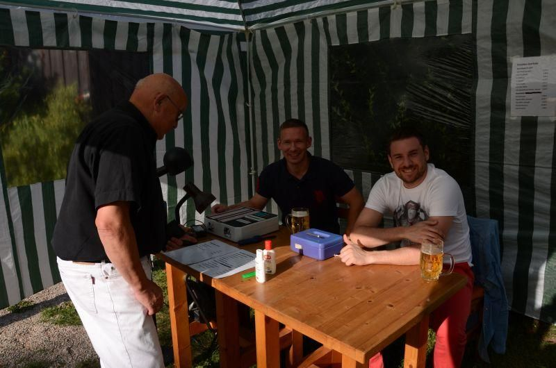 40-Jahr-Jubiläums-Feier SKG Stockstadt Tennis - Rocky Selle und Marc Heldmann am Bonverkaufsstand