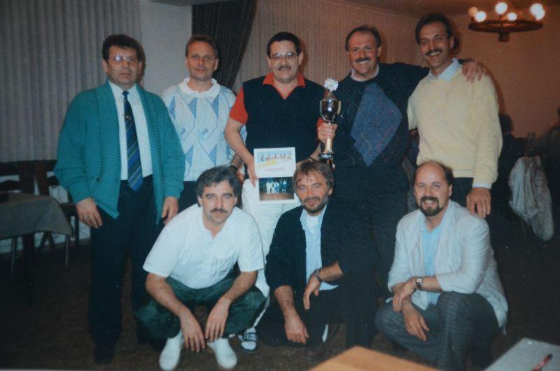 Jahr 1988/1989: 1. Sieger Winterhallenrunde - Heinz Hambach, Siegfried Wittig, N. Greim, Hermann Zissel, Gerfried Schmidt, Franz Schneider, W. Grehl, Ludwig Christlbauer