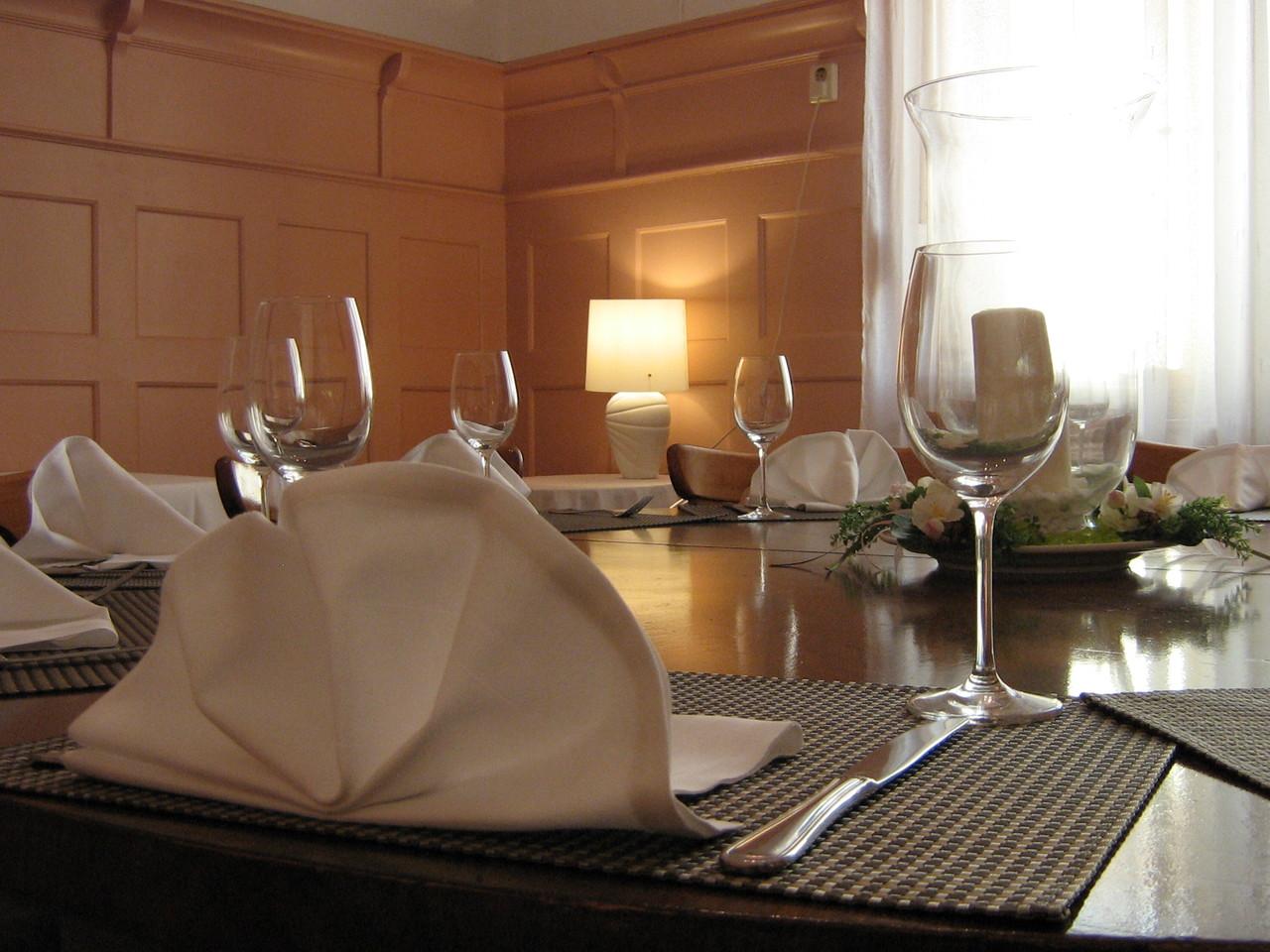 Nebenzimmer Tisch Gedeck