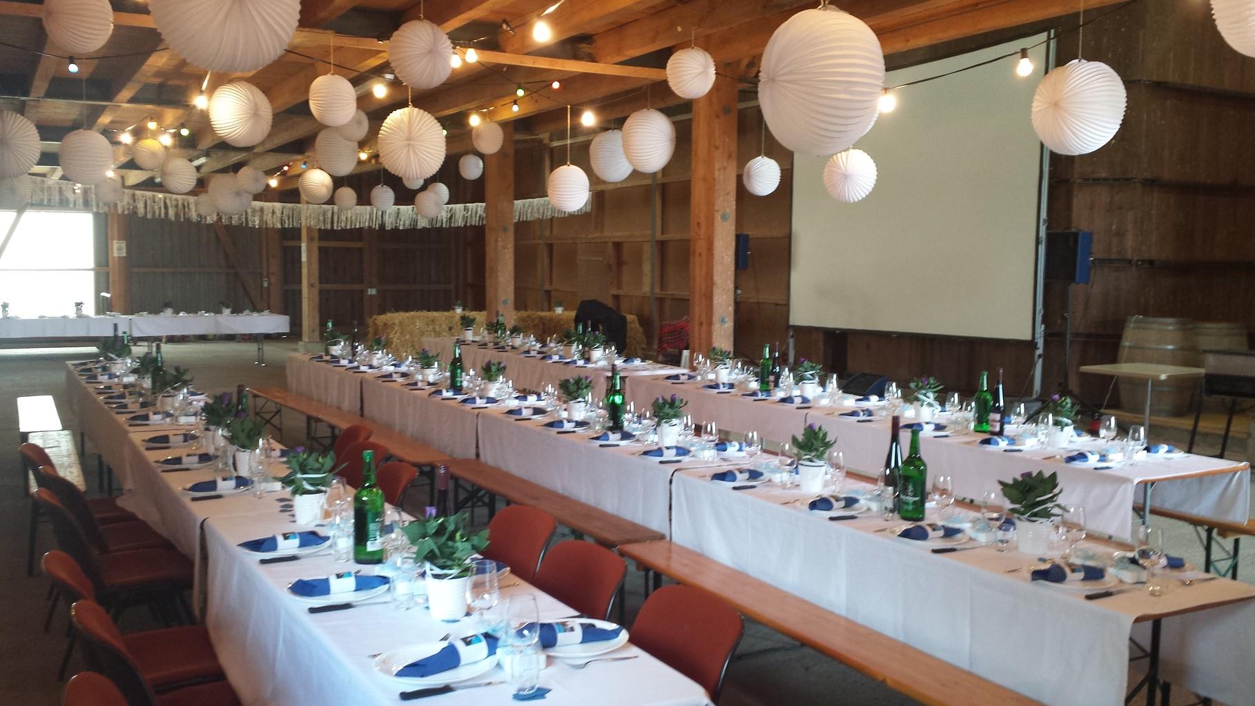 Hochzeitsfeier in der Scheune