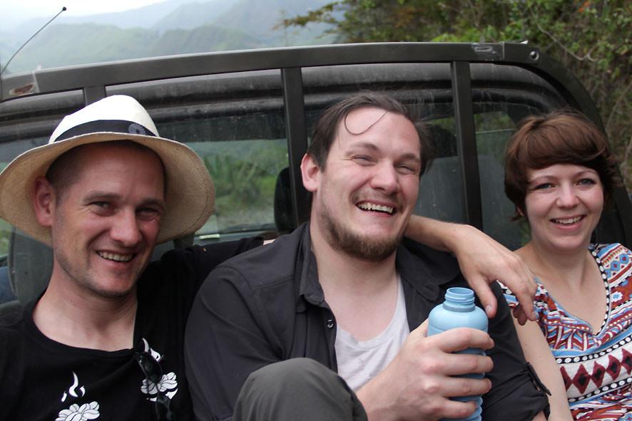 Pingo, Reto und Luzia auf der Ladefläche des Pickup der AACRI