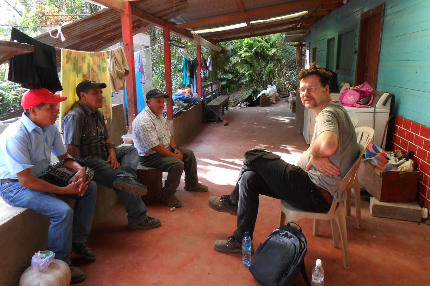 Luis, Rufino, Marcos und Gerrit auf Luis Veranda