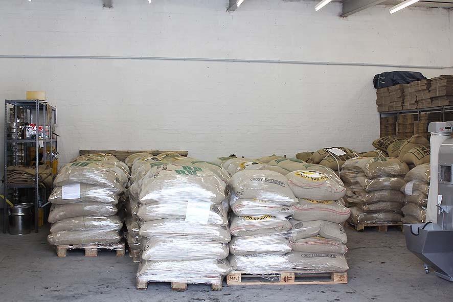 Sieht richtig nach Kaffeerösterei/Kaffeelager aus und unserer Guatemala Atitlán hat endlich einen 2. Direkt-Import als Gesellschaft.