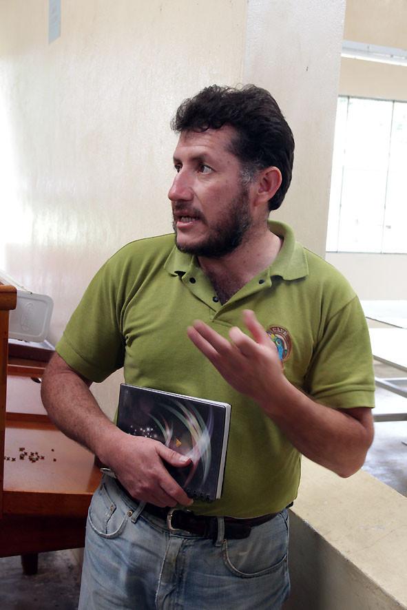 Ramiro Fuertes, Geschäftsführer der AACRI in Apuela, Valle de Intag