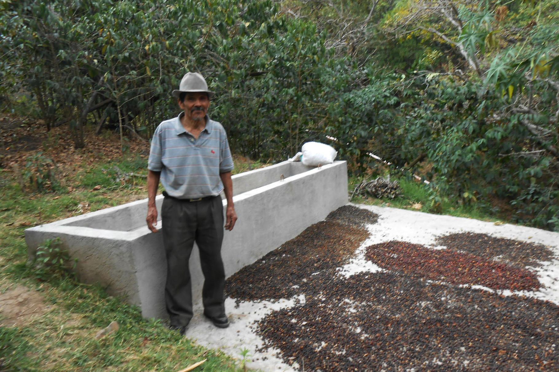 Vicente mit kleiner Menge Natural für den Eigenbedarf