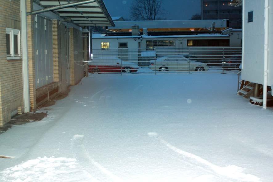 """8:00 Uhr - Hofeinfahrt zur Kaffeerösterei. """"Schneelandschaft""""."""