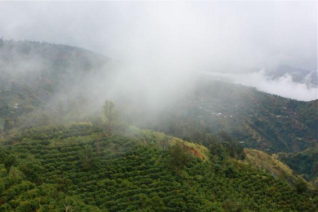 Clifton Mount mit dicken Regenwolken