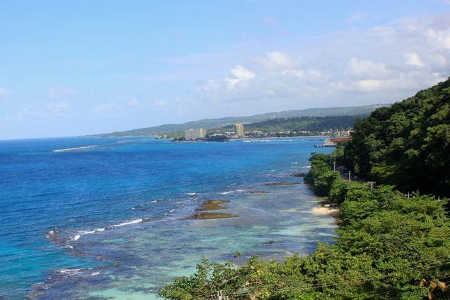 Blick vom Tropenwaldlift auf die Karibik