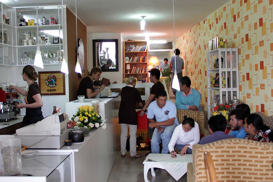 Café der AACRI in Cotacachi