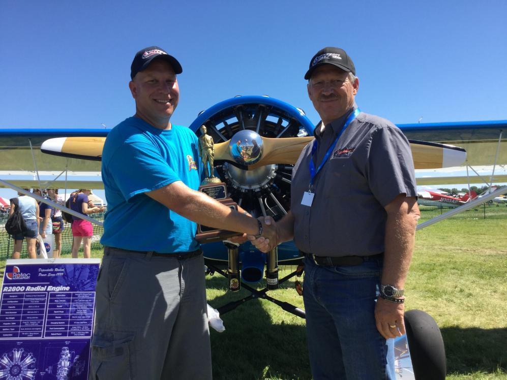 John McBean von KITFOX Aircraft gratuliert zum Titel