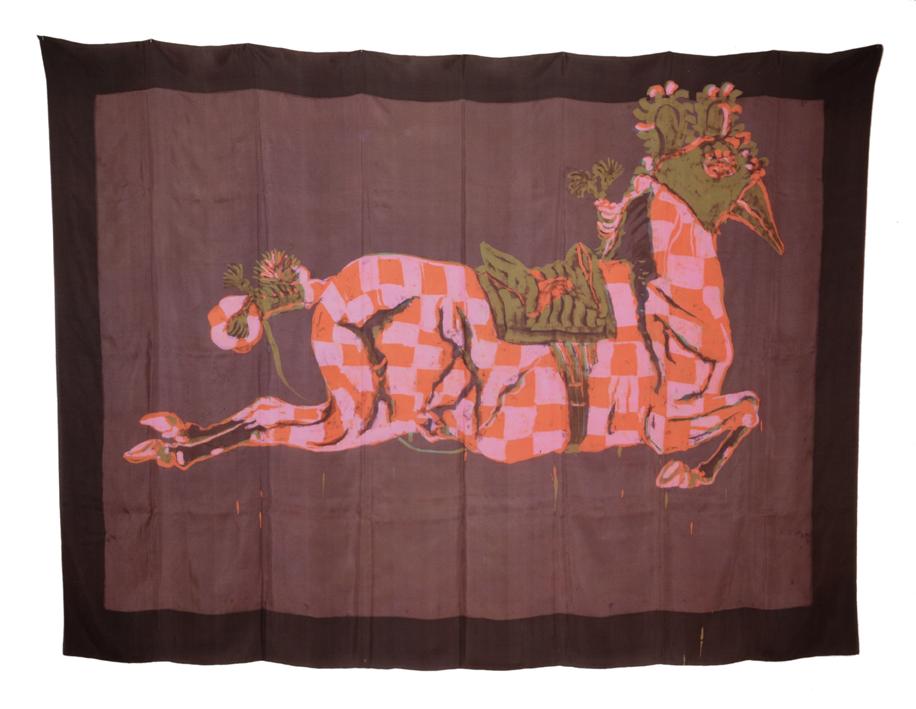 """""""Cheval avec masque d'oiseau"""" batik sur soie 145 x 205 cm - Photo Hadler/Stuhr"""