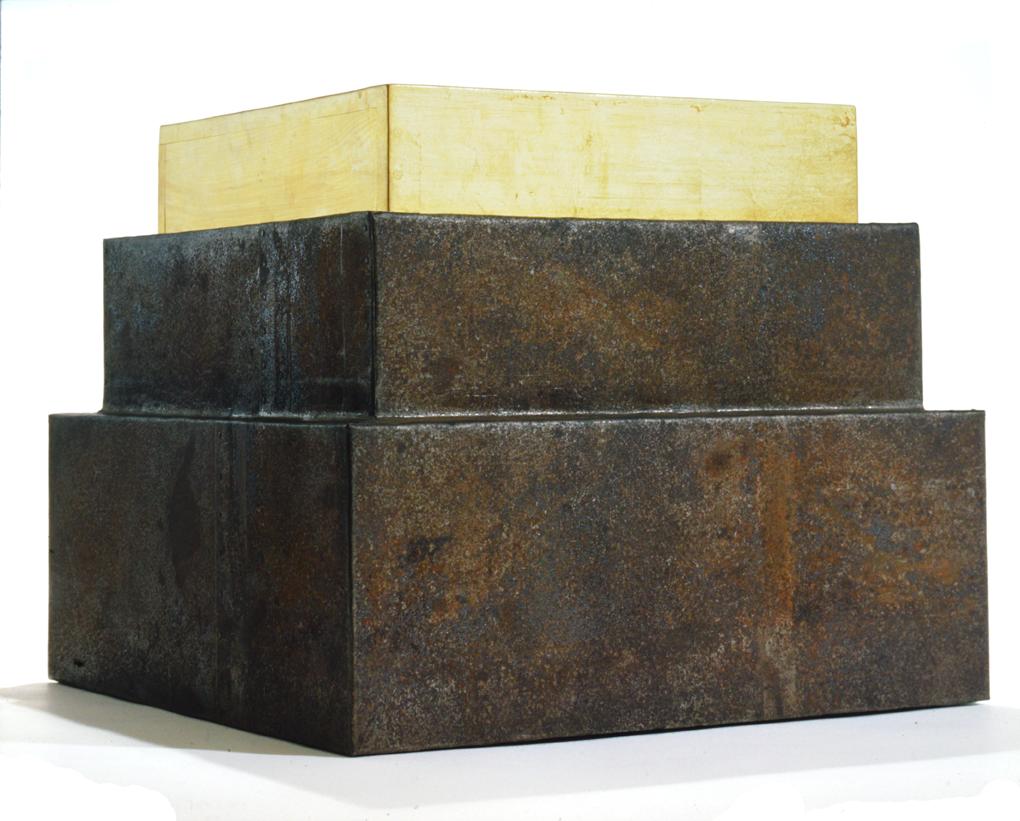 """Stufenobjekt"" 1974, Holz, Blech, Blattgold - Sammlung Carla Thörner/ Düsseldorf - Foto Hadler/Stuhr"
