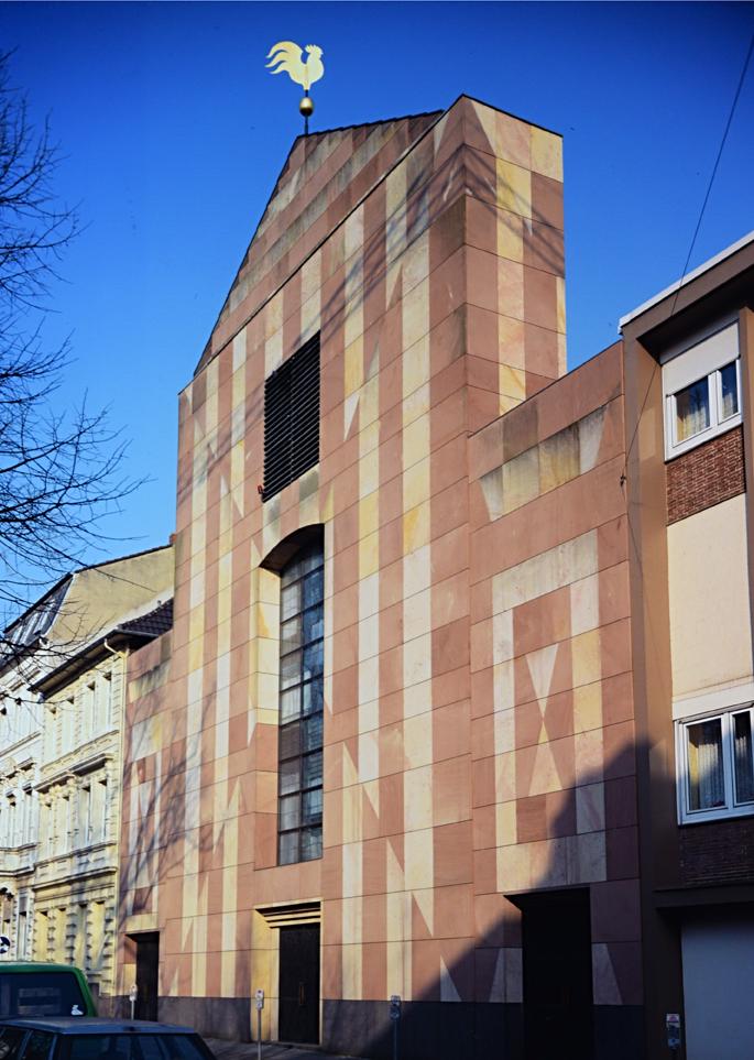 Façade de l'église avec girouette et portail - Photo Hadler/Stuhr