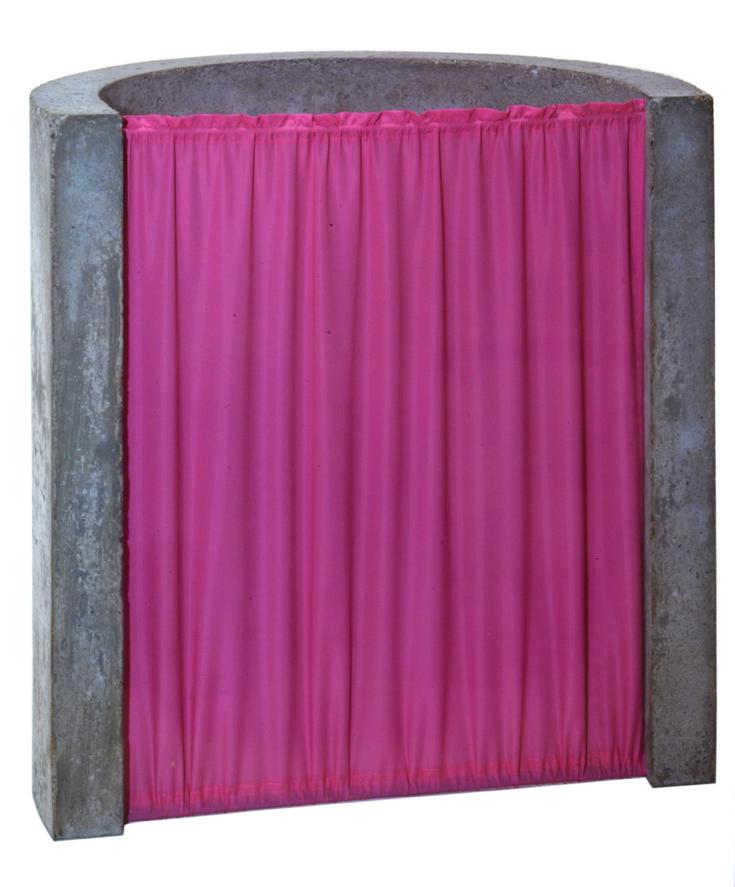 """""""Sculpture avec rideau froncé"""" 1974, beton & taffetas 57 x 55 x 36 cm - Photo Hadler/Stuhr"""