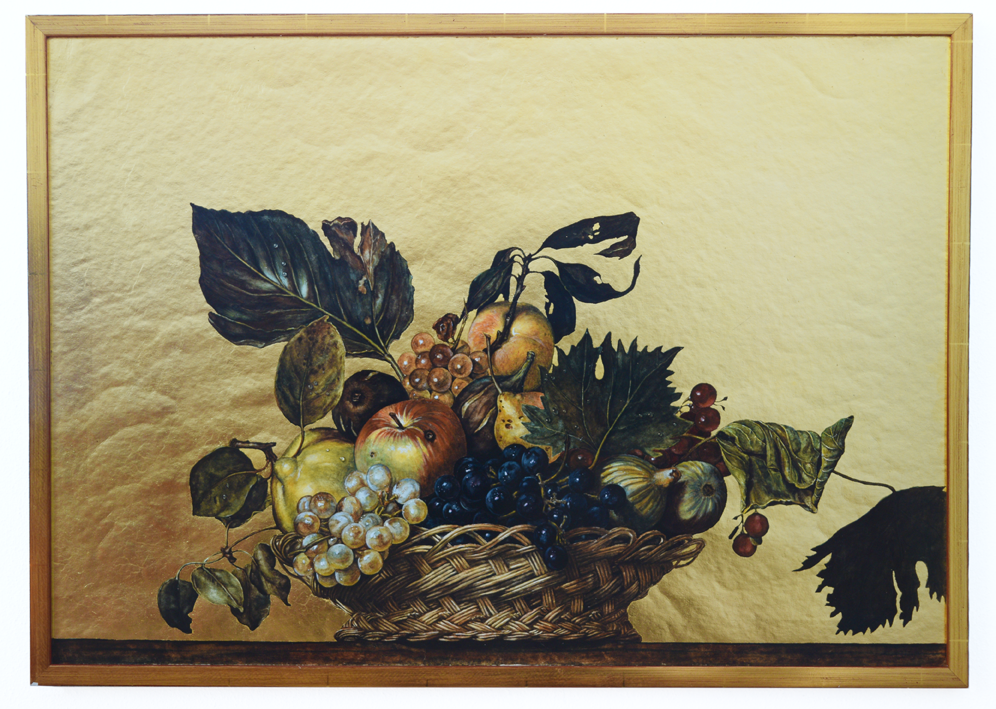 """Corbeille de fruits"" (après Caravaggio) 1978, aquarelle, feuilles d'or, papier, cadre doré 54,5 x 76,3 x 2 cm - SCollection G. & L. Silvermann Detroit/Michigan - Photo Nic Tenwiggenhorn"