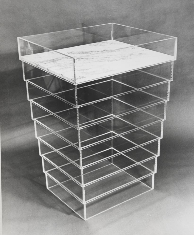 """""""Ville en plastique détail 2"""" 1970, verre acrylique, marbre, hauteur 132 cm"""