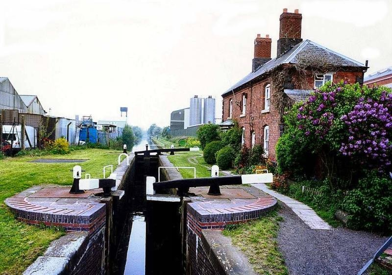 The Tame Valley Canal - Witton locks 1990s. Photograph by permission of Keith Berry 'All Rights Reserved'.