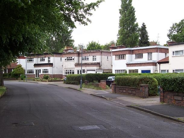 Gibson Road, a rare example of 1930s domestic architecture. © Copyright Adrian Bailey and licensed for reuse under Creative Commons Licence: Attribution-Share Alike 2.0 Generic. Geograph OS reference SP0589. See Acknowledgements.