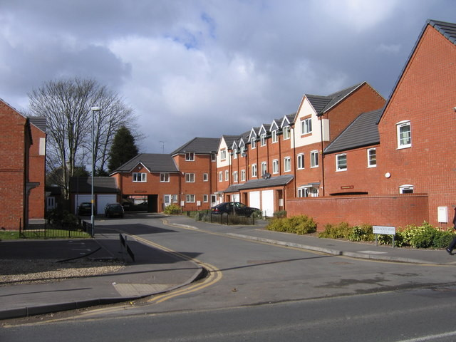 The new housing development, Ten Acres Mews behind the frontage of Cox, Wilcox & Co © Roy Hughes. Image from the Geograph website OS reference SP0581 licensed for reuse under Creative Commons Licence Attribution-Share Alike 2.