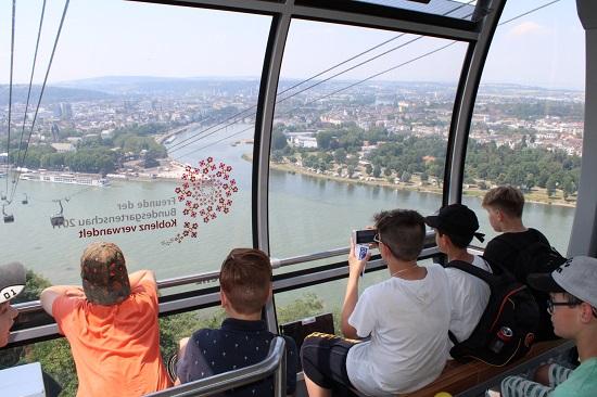 Mit der Seilbahn geht über den Rhein nach Koblenz.