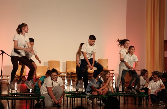 Die Sportklasse mit ihrer Trampolin-Show.
