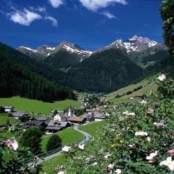 Ferien in Südtirol: Weissenbach im Ahrntal im Hochsommer