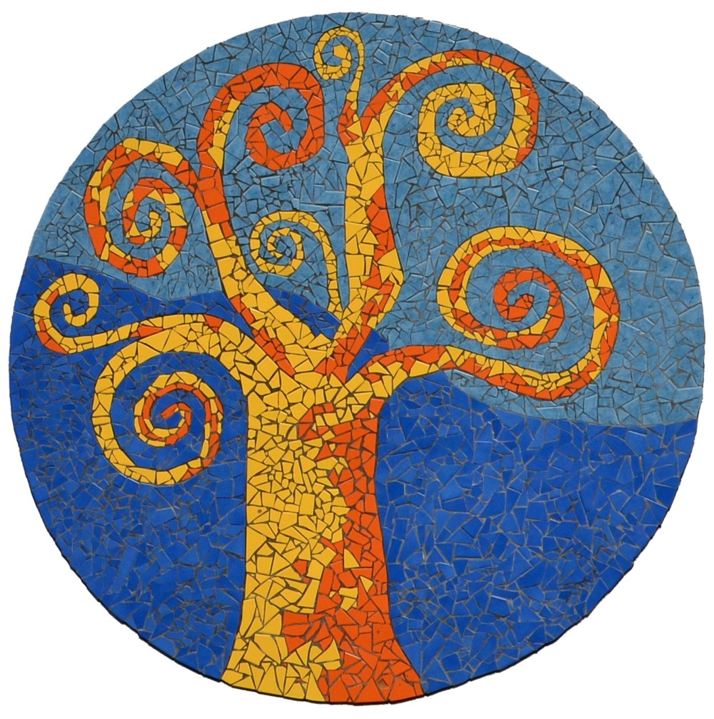 Das Mosaik an der Fassade des Gebäudes, entworfen und gestaltet von der Lehrerin Michaela Leitner in Zusammenarbeit mit den Schülern und einigen Eltern.