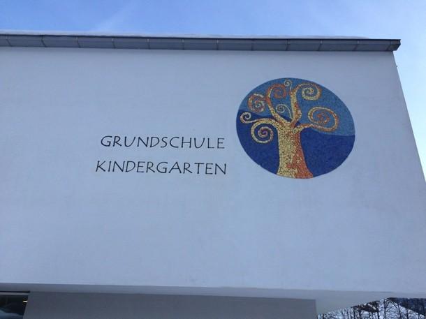 Grundschul- und Kindergartengebäude Weißenbach
