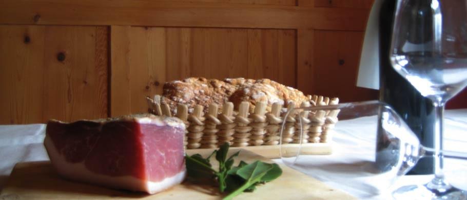 Piatto tipico con speck tirolese nel Alpinwellt Riobianco