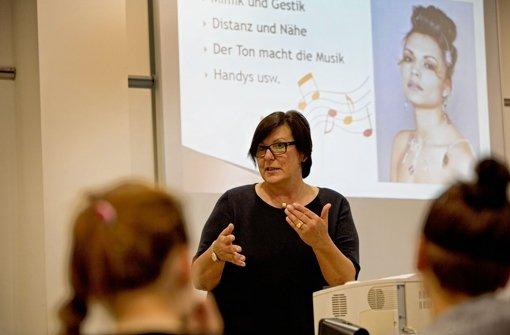 Hannelore Bostick: Trainerin, Beraterin, Buchautorin, Coach – und Kopf  von seminarpartner, ein Zusammenschluss  freiberuflicher Trainer mit Sitz bei Ludwigsburg.