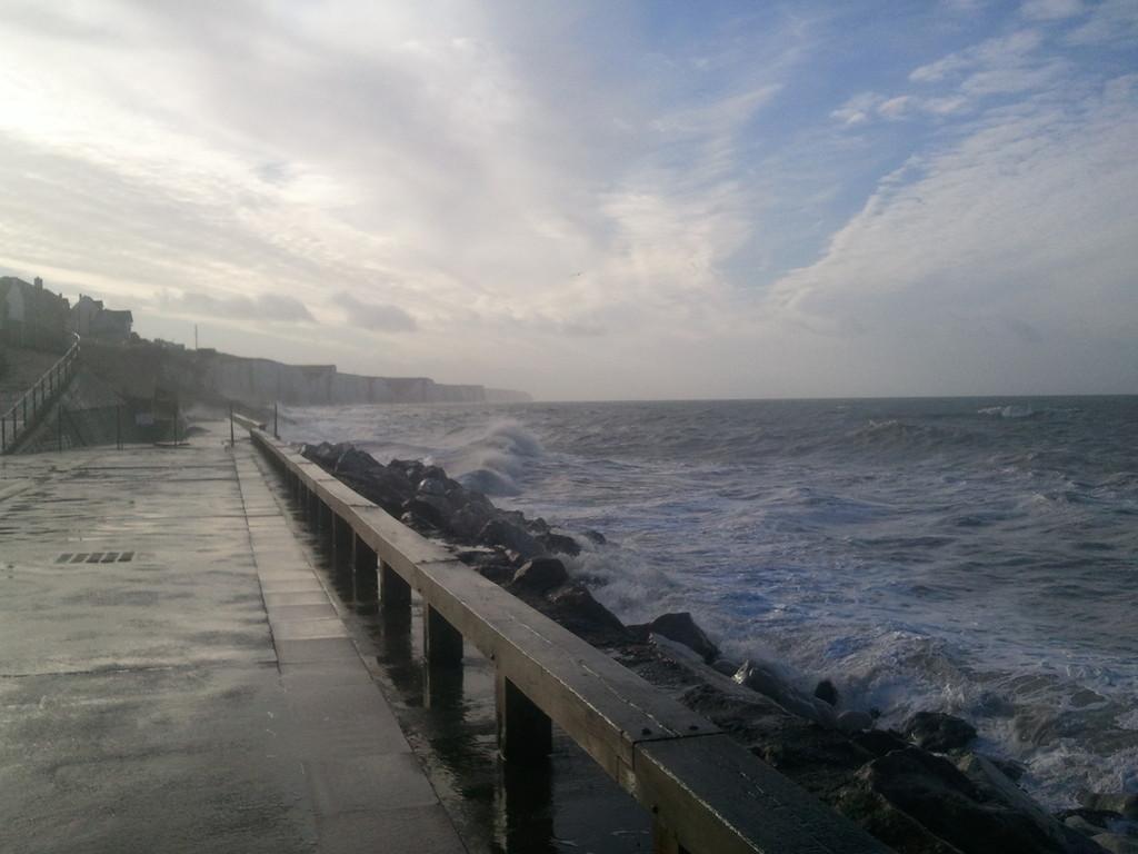 L'Esplanade plage Nord côté Falaises
