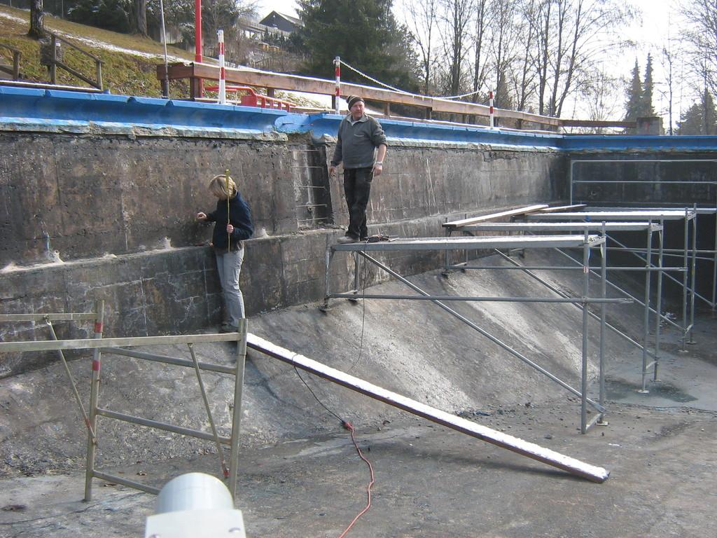 Zubetonieren der Leiternischen, Anpassung auf die neue Raststufenhöhe