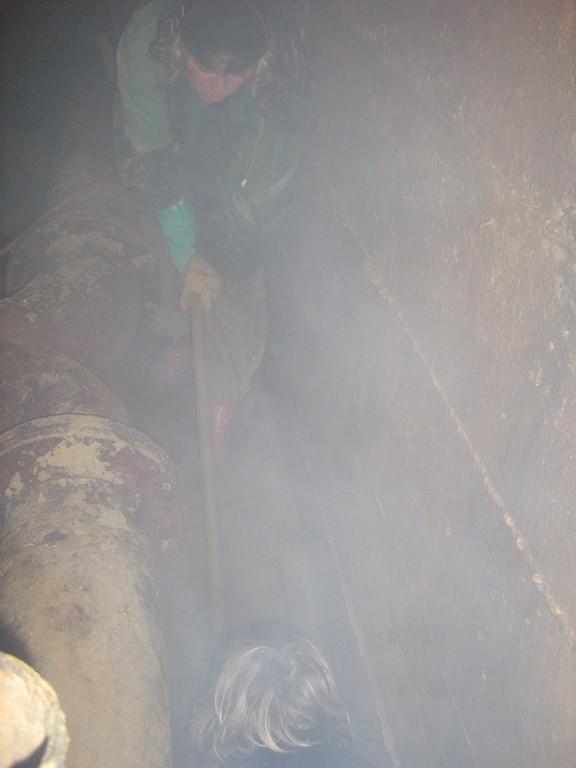 Rohrleitungsbau unter Tage -  eine Arbeit die man eigendlich niemandem zumuten möchte..