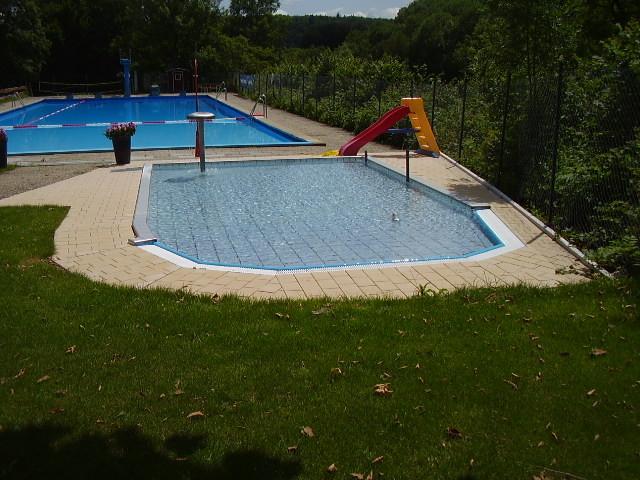 Mit abfallende Wassertiefe - für jedes Alter ideal geeignet