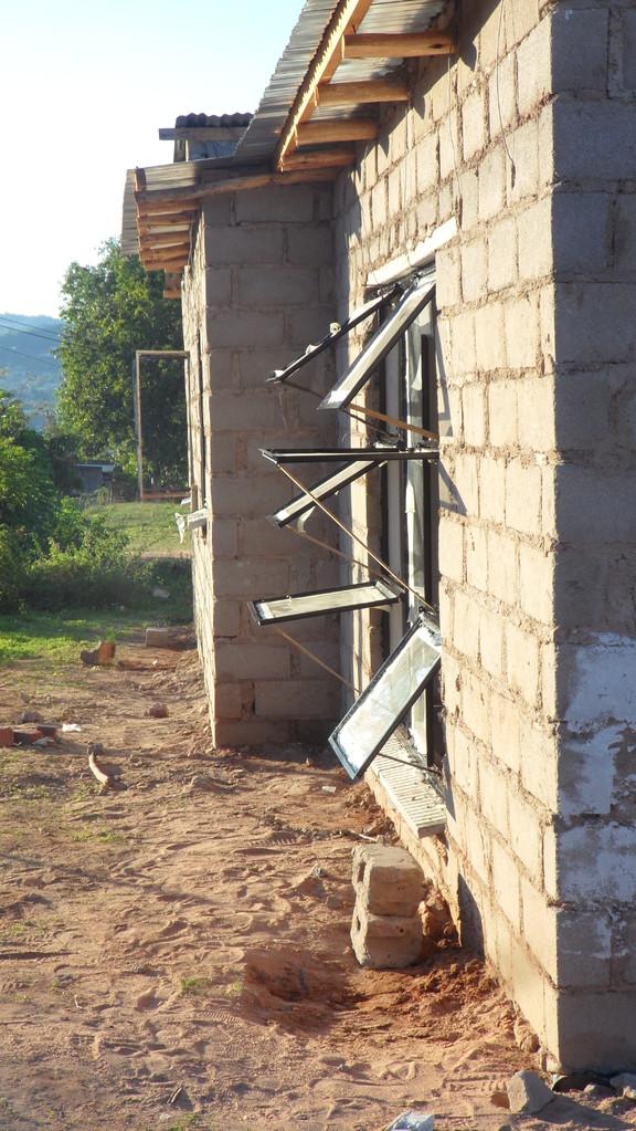 zum Trocknen geöffnete Fenster